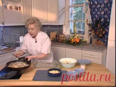Пирог из картофельного пюре с грибами и рыбой