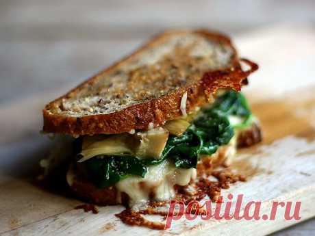 небольшой перекус - открываем банку шпината, кладем ложку между двумя кусочками хлеба + сыр и в духовку на 10 минут.