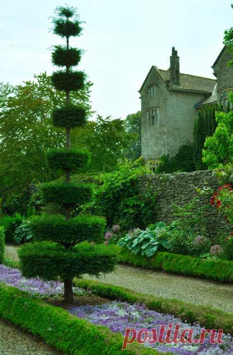 Сад Левенс Холл (Levens Hall Gardens). Англия.
