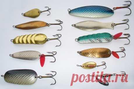 О видах блесен Блесна - приманка, находящаяся в арсенале каждого уважающего себя рыбака. В любом рыболовном магазине их огромное количество, что часто вводит новичков в