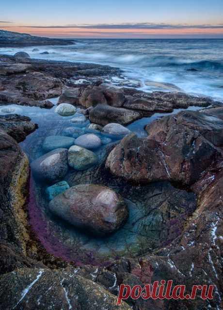 Каменные пляжи Баренцева моря, Мурманская область. Автор фото – Ростислав Машин: