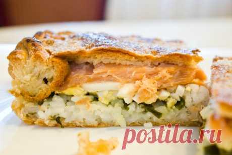 El pastel más sabroso de pez: ¡aéreo, perfumado, completo del relleno jugoso!