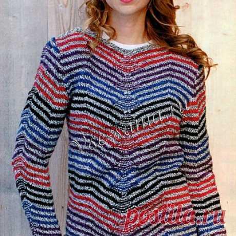 Вязаный спицами пуловер в полоску