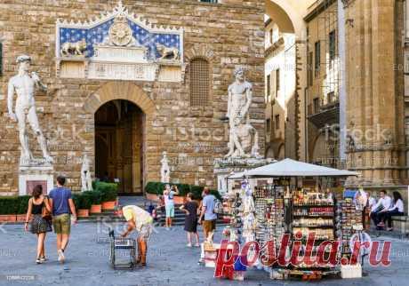 Piazza Della Signoria On Front The Palazzo Vecchio Main Door In Florence — стоковые фотографии и другие картинки UNESCO - iStock