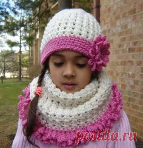 THIS IS A PDF Instant Download crochet PATTERN ONLY AND NOT A FINISHED ITEM.  The crochet hat and cowl neck set is warm and cozy, but also the latest fashion! Great gift. Have fun with your own color combinations!  This is a 3 patterns combo - hat crochet pattern, cowl neck / neck warmer crochet