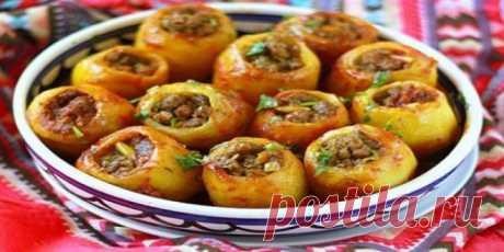 Порадуйте своих родных и близких очень вкусной фаршированной картошкой! Оригинальный способ приготовления фаршированного картофеля понравится всем!