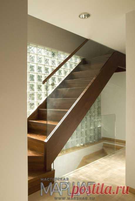 Лестницы, ограждения, перила из стекла, дерева, металла Маршаг – Дубовая лестница со стеклом