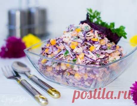 Салат «КоулСлоу»  Этот салат очень популярен в Европе и Америке. В каждой семье есть свои маленьких хитрости или дополнения в рецептуре и приготовлении. Основной его ингредиент - капуста, а изюминкой и отличительной чертой является запрвка с нежным, пряным. слегка сливочным вкусом. В этом салате присутствуют 2 вида капусты: бело- и краснокочанная. Показать полностью…