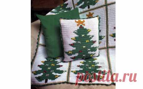 Вязаные плед и подушка с елками.