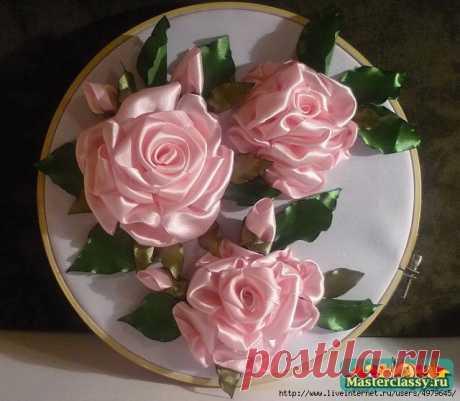 """МК вышивки лентами - """"Розовое настроение"""". Очень подробно и доходчиво  Делится Ирина Зелёная:  Моё увлечение вышивкой лентами не имеет границ. Как вобщем, и у всех людей, в один прекрасный момент начав вышивать ленточками. В сей раз я решила вышить розовые розы. Имея в…"""