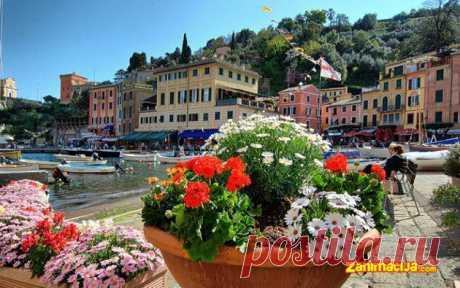 Portofino, Italija Malo turističko mesto Portofino nalazi se nedaleko od Đenove u Italiji. Portofino je osnovano od strane Rimljana pod imenom Portus Delphini, zbo...