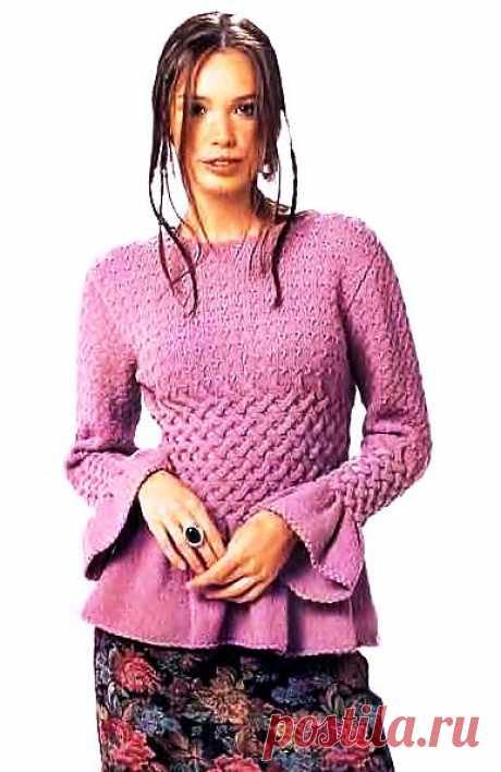 Джемпер с плетеным узором.