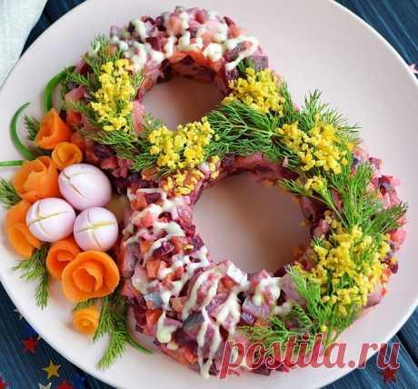 Салаты к 8 марта — вкусные и простые рецепты Одним из самых лучших подарков для мамы, жены или подруги, будет приготовленные своими руками торт или праздничный салат.