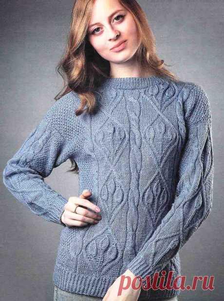 Пуловер с узором листья спицами