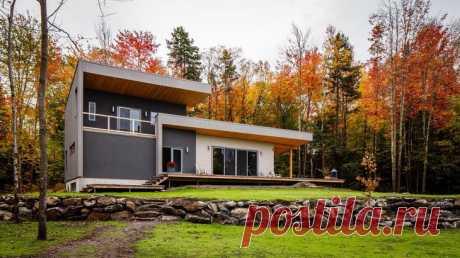 Деревянный домик в Канаде Архитектурное бюро представило проект частного дома Chalet Bolton-Est в городе Больтон-Эст, провинция Квебек, Канада. Небольшой двухэтажный дом расположен на окраине города среди живописной природы. C...
