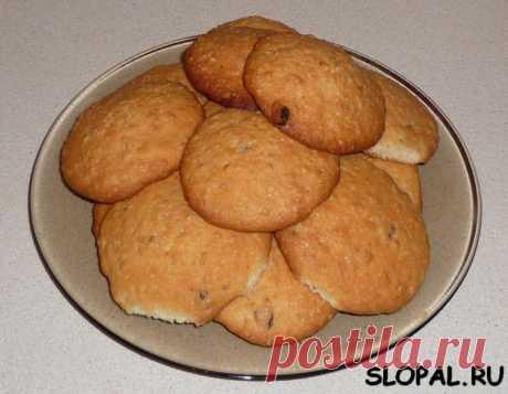 Овсяное печенье с изюмом.