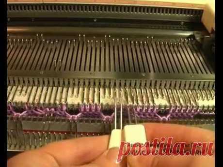 Вязание кос (аранов) два на два с перемещением на вязальной машине.