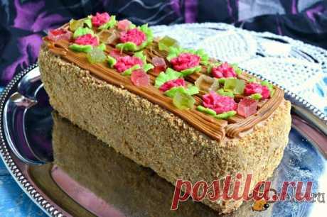 """Торт """"Сказка"""" Торт """"Сказка"""" - неописуемо вкусный тортик из советских времен. Я пеку этот торт регулярно, моя семья от него в восторге. В этот раз пекла для домашнего чаепития на день рождения мужа. Придерживаюсь ГОСТовского рецепта с малюсенькими дополнениями. Тортик очень нежный, не приторный, влажный и очень вкусный!"""