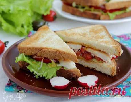 Сэндвич «Цезарь». Ингредиенты: хлеб для сэндвичей, помидоры черри, салат