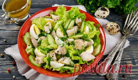 Салат из печени трески с огурцами и яйцами - Лайфхакер