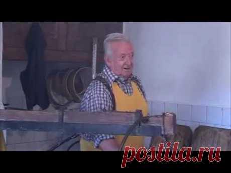 Традиционное ручное изготовление сыра Тома Оссолана в Северной Италии