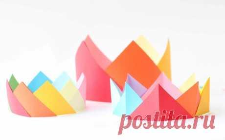 Как сделать корону из бумаги — шаблоны и схема изготовления Сегодня, мы поговорим о том, как сделать корону из бумаги. Это отличный варианторигами из бумаги для начинающих. Для изготовления короны возьмите шаблон,