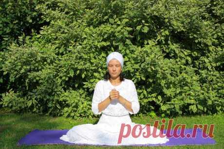 Медитация для избавления от психических заболеваний | Кундалини йога в Москве | Кундалини йога для начинающих | Школа Кундалини йоги ВЕНЕРА | k-yoga.ru Чем сильнее будет давление, создаваемое в кистях, тем эффективнее будет влияние, оказываемое данной медитацией Кундалини йоги на головной мозг