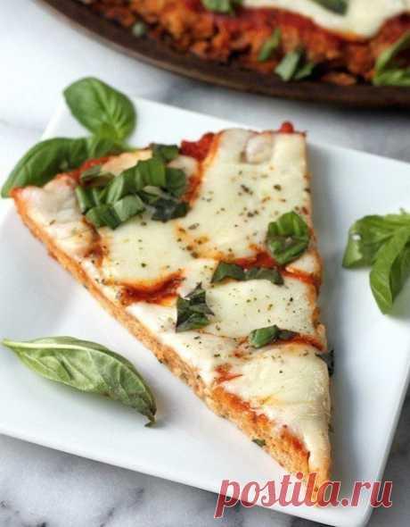 Подборка рецептов из куриной грудки   1. Удивительная куриная пицца без грамма теста на 100грамм - 120.13 ккал Б/Ж/У - 21.28/2.71/1.49  Ингредиенты: Филе куриное - 600 г Йогурт натуральный - 50 г Паста томатная - 50 г Сыр твердый нежирный - 70 г  Приготовление: Отбить куриное филе (это наше тесто), выложить в форму и поставить в духовку на 10 минут при 180 градусах. Для начинки смешать соус (томатная паста) и йогурт, достать наше тесто и намазать соусом, посыпать сыром. От...