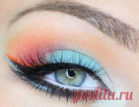Очень красивый многоцветный макияж глаз