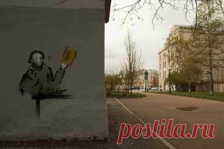 В День рождения спама в Петербурге появилось граффити с Пушкиным, разгребающим письма