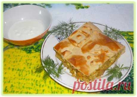 La receta de la kulebiaka con la col y el huevo