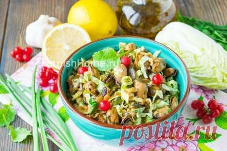 Салат с маринованными мидиями и пекинской капустой