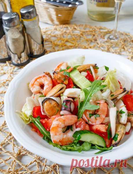 ༺🌸༻Салат с морепродуктами и кунжутным маслом на Вкусном Блоге Залог успеха этого салата – хороший коктейль из морепродуктов. Или купить их по отдельности. Ну и еще – не передержать их при готовке. А ароматное кунжутное масло и хрустящие свежие овощи отлично довершат дело 🙂 Для меня этот салат – полноценное обеденное блюдо. Мне достаточно дополнить его куском заквасочного хлеба,…