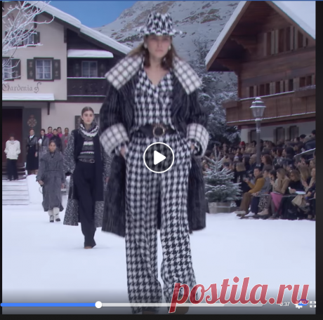 HIGHLIGHTS FALL-WINTER 2019/20 SHOW A look back at the CHANEL Fall-Winter show at the Grand Palais in Paris.
