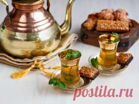 Марокканский  чай - напиток, который покоряет с первого глотка своим соблазнительным ароматом и вкусом. У него необычный цвет и насыщенный цвет настоя. А еще он очень красиво заваривается.