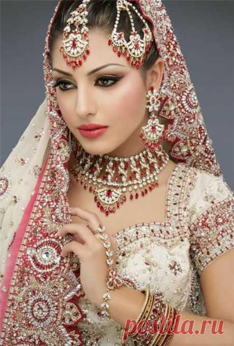 Индийские традиционные женские украшения