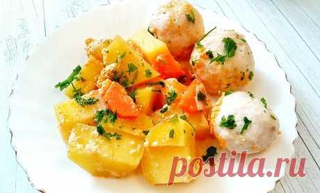 Куриные фрикадельки с картофелем в духовке