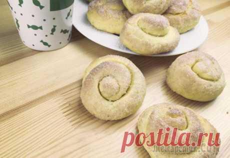 Домашнее печенье на кефире «Сахарные колечки» Простое и вкусное домашнее печенье на кефире и растительном масле, получается мягким и нежным, по вкусу напоминает песочное. Готовится очень легко и быстро.Ингредиенты:8 желтков200 г сахара1 ч.л. вани...