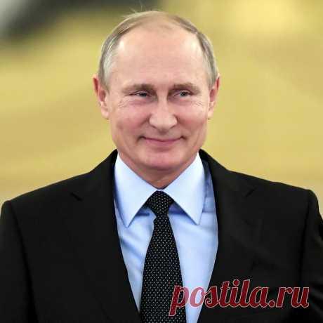 Десять лет назад личное состояние Путина оценивалось в $40 млрд, в 2012-м уже в $70 млрд. Почему Кремль скрывает это феноменальное достижение Владимвладимыча? У народа был бы ещё один повод гордиться своим лидером - успешным человеком, истинным патриотом.