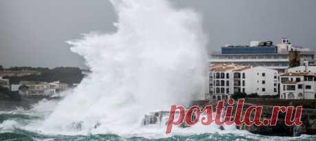 «Глория» принесла сокрушительные порывы ветра, огромные волны и резкое понижение температуры до минус 11. На очереди – Франция.