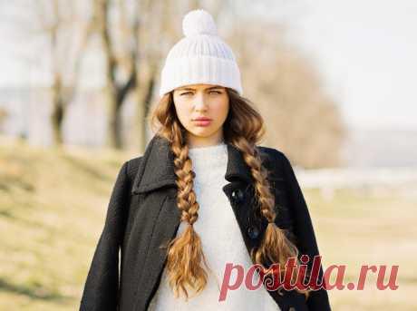 Причёски под шапку: самые практичные идеи для зимы