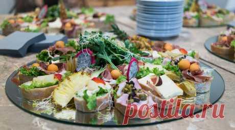 Бутерброды на праздничный стол: вкусные рецепты с фото - простые и красивые Как приготовить быстро и вкусно закуски на праздничный стол или фуршет? Делимся 11 оригинальными рецептами