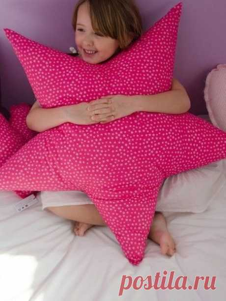 La almohada decorativa la estrella
