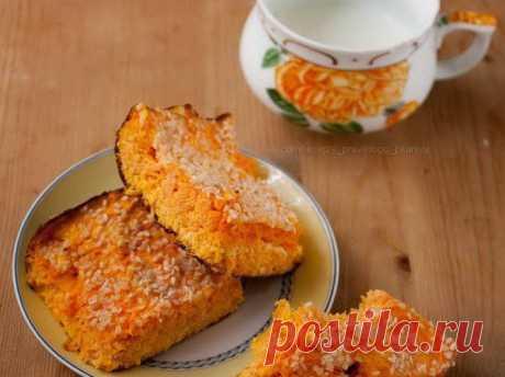 Творожная запеканка с морковью  Итого на 100 грамм 65 ккал Б/Ж/У 5.4 / 2.6 / 5.3  1 кг моркови 4 яйца 200 г творога 1% щепотка соли кунжут 20 гр ванилин  Морковь очистить и натереть на мелкой терке. Отделить желтки от белков. Желтки взбить до посветления, белки с щепоткой соли - до устойчивых пиков. В желтки добавить творог, перемешать до однородности. В творог вмешать морковку, потом добавить белки, ванилин и аккуратно перемешать. Форму выстелить бумагой для ...