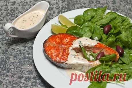 Рыба в Дании – продукт особого назначения. Из нее готовят первые и вторые блюда, ее солят, маринуют, коптят, жарят, а потом все это укладывают на бутерброд. Креветки и рулетики из копченого угря, тушеная камбала и жареная соленая сельдь, крабы – ассортимент даров моря составляет изрядную долю рациона датчан. К мясным блюдам подают всевозможные овощные гарниры, как правило, с участием капусты и картофеля. Оба этих овоща пользуются уважением в Дании, как полезные и долго хранимые продукты.