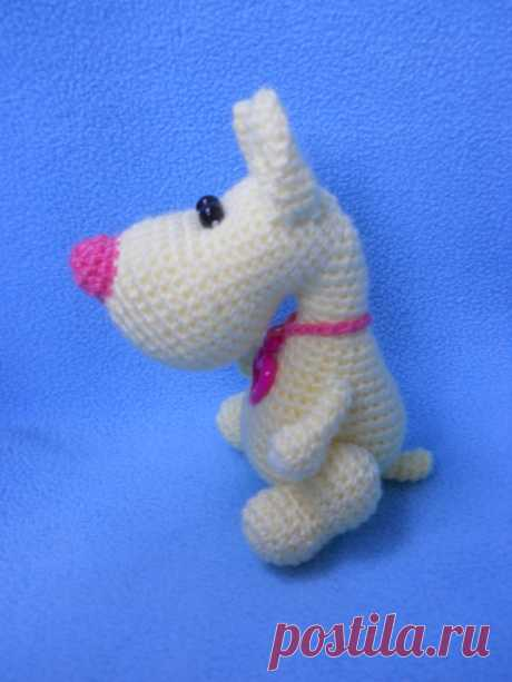 PDF Маленький пёсик крючком. FREE crochet pattern; Аmigurumi doll patterns. Амигуруми схемы и описания на русском. Вязаные игрушки и поделки своими руками  #amimore - Собака, пёс, собачка, щенок, пёсик, dog, puppy, cachorro, perro, cachorrinho, chien, hund, welpe, pies, koira, koer, psa. Amigurumi doll pattern free; amigurumi patterns; amigurumi crochet; amigurumi crochet patterns; amigurumi patterns free; amigurumi today.