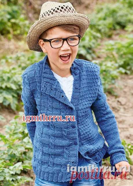 Для мальчика 5-10 лет. Джинсово-синий жакет с асимметричными полочками. Вязание спицами для детей