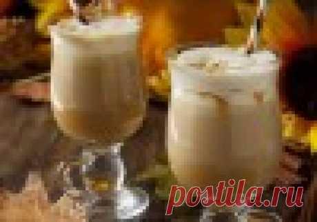Тыквенный латте. Побалуйте в осенние дождливые дни себя и своих близких пряным ароматным напитком на основе тыквенного пюре. Приготовить тыквенный латте дома проще, чем может показаться на первый взгляд.