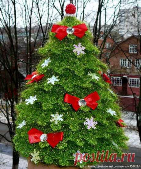 New Year's scintillating fir-tree
