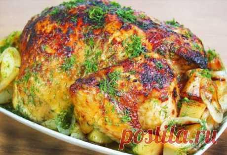 Курица в духовке под особым соусом. Будем готовить очень вкусную курицу с картошкой в духовке. Рецепт простой. Мясо получается очень нежным. Вся прелесть заключается в соусе. Соус придает этому блюду изысканный вкус.